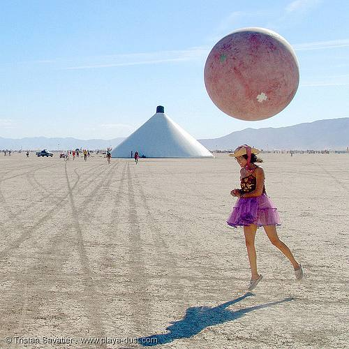 Girl and ballon.jpg